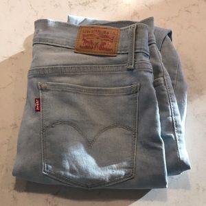 Light wash Levi's jeans